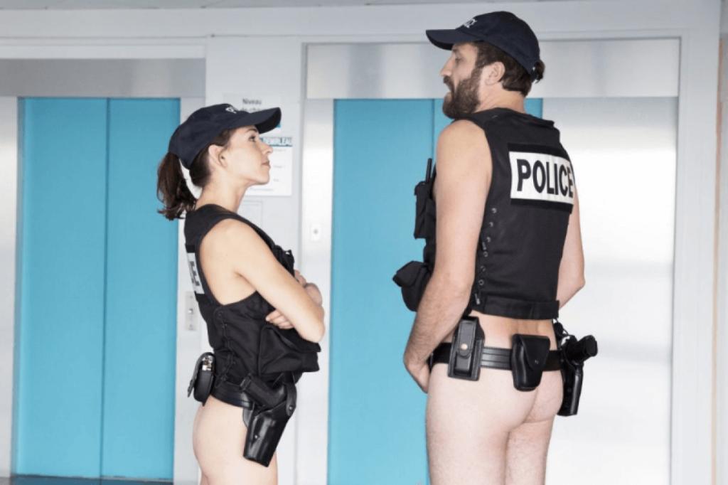 polizia nuda